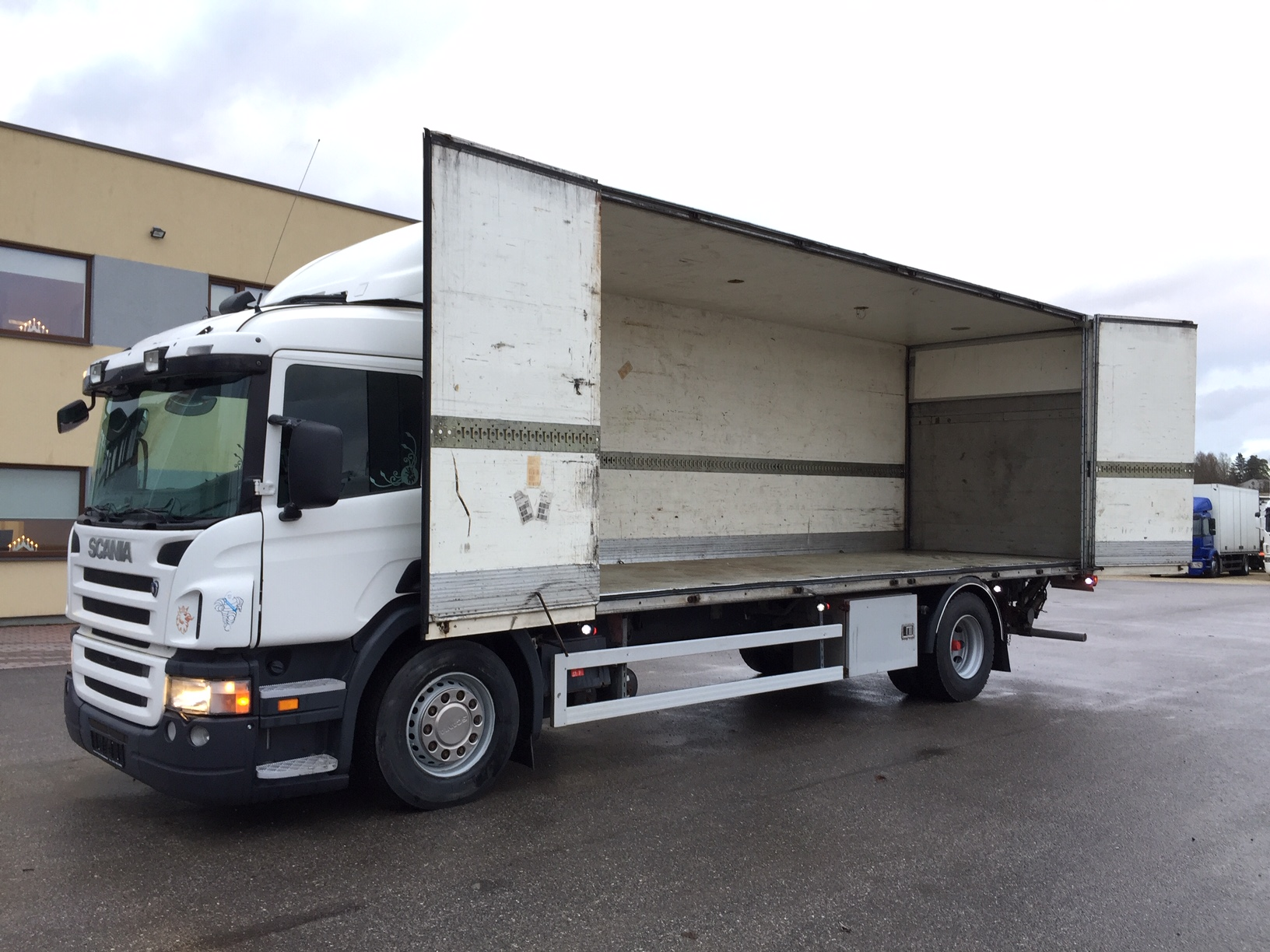Scania P270 4x2 SIDE OPENING+FULL AIR