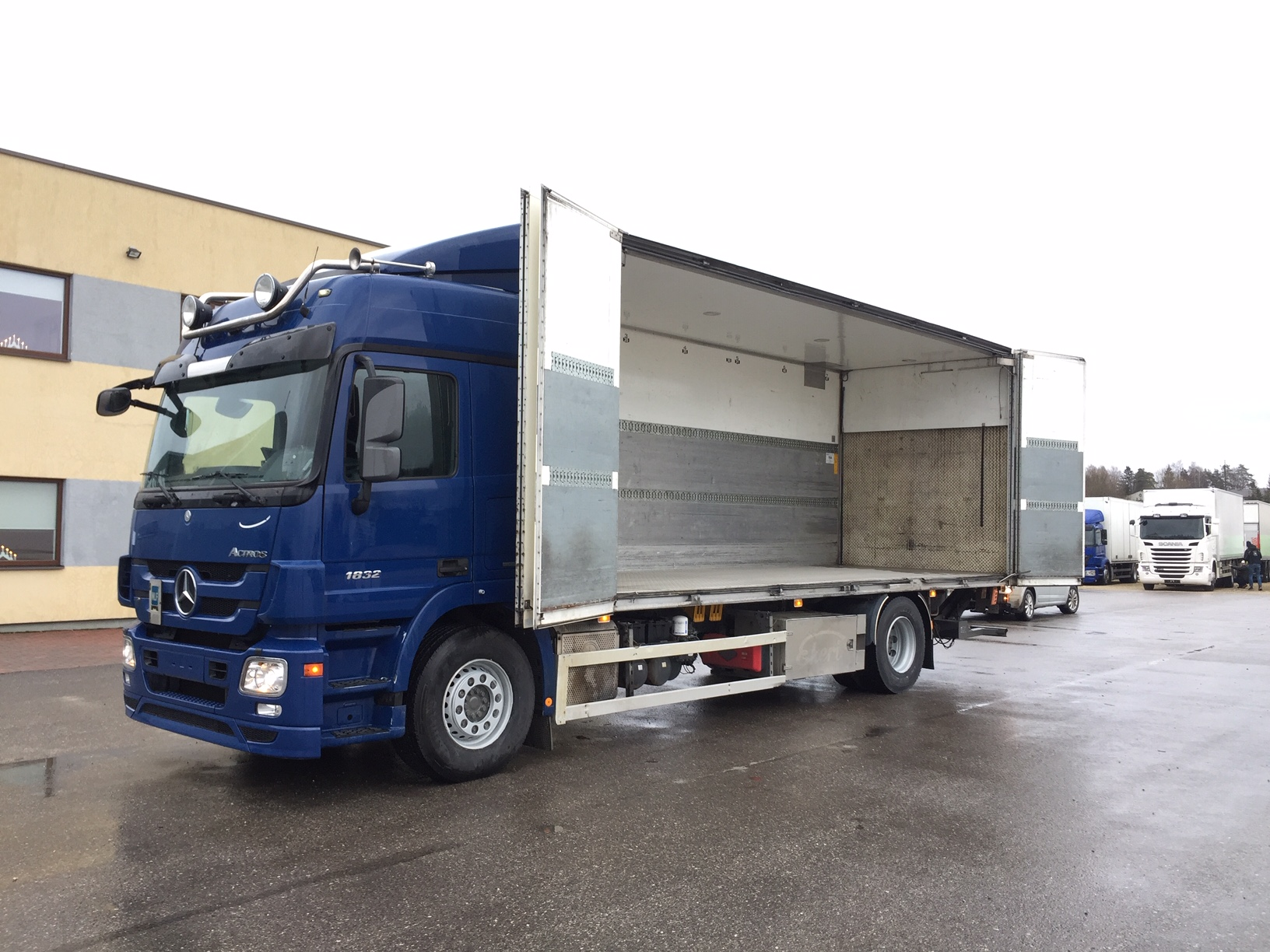 Mercedes-Benz Actros 1832 4X2+EURO5+SIDE OPENING