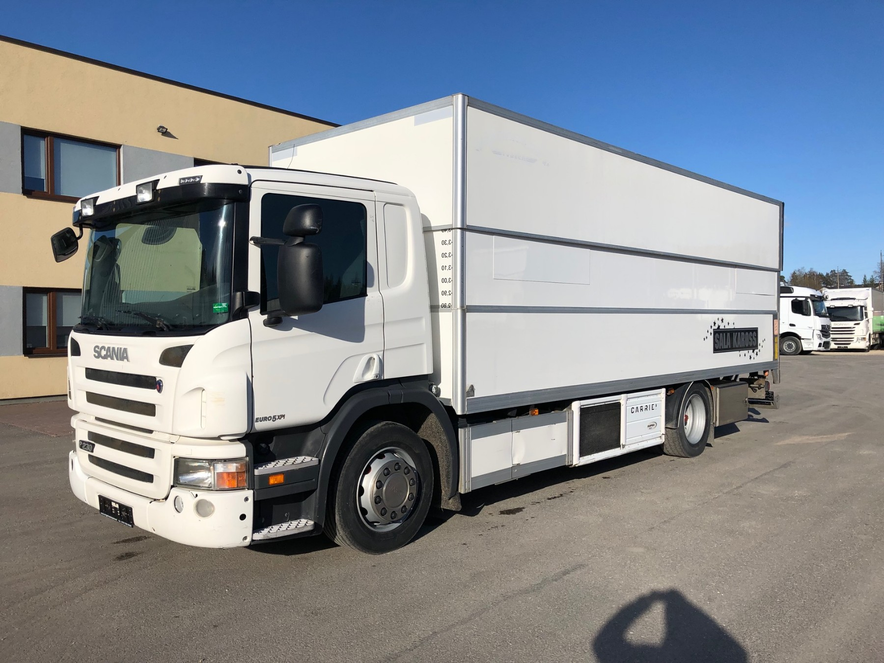 Scania P230 4X2 + Carrier