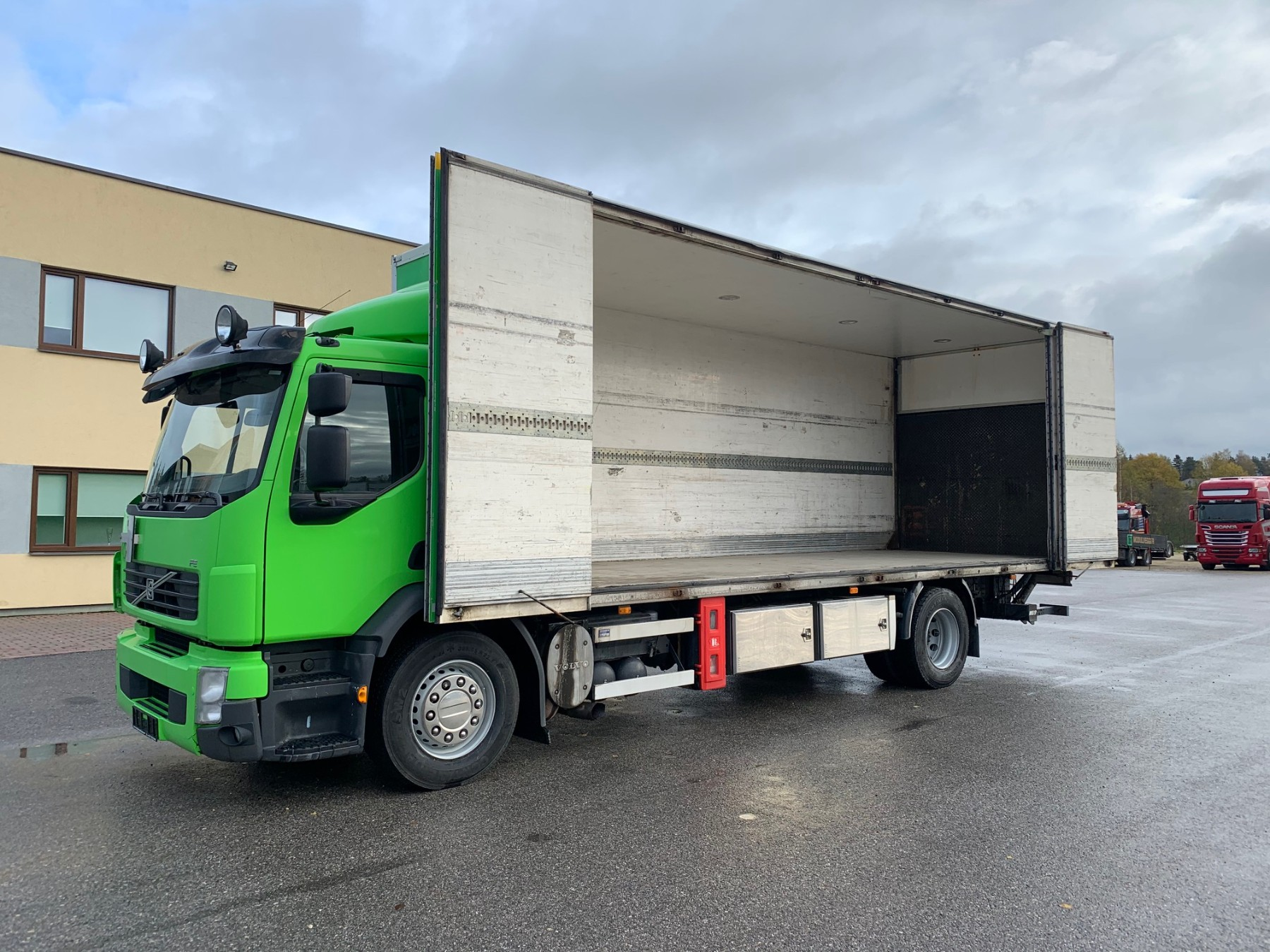 Volvo FE290 4x2+SIDE OPENING