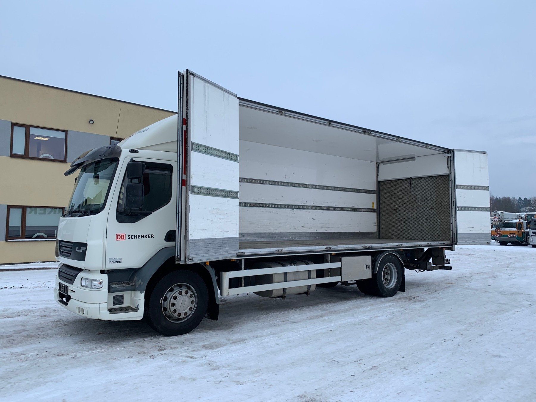DAF LF55.300 4x2+SIDE OPENING+ONLY 173000 KM!