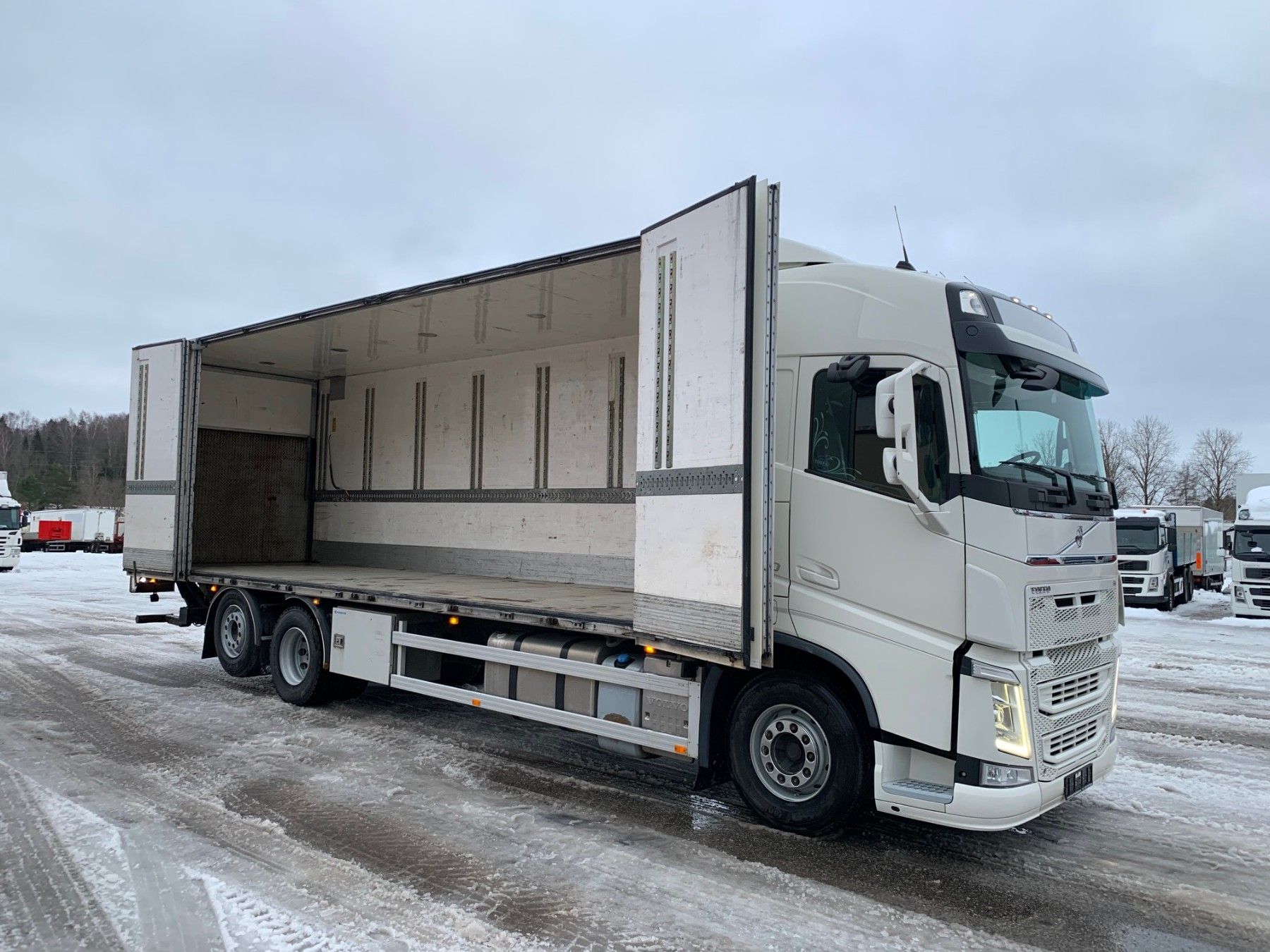 Volvo FH420 6x2+SIDE OPENING+DOUBLE STOCK